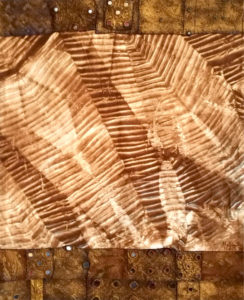 Makkai Márta textilművész Kevélység és szerénység című munkája.